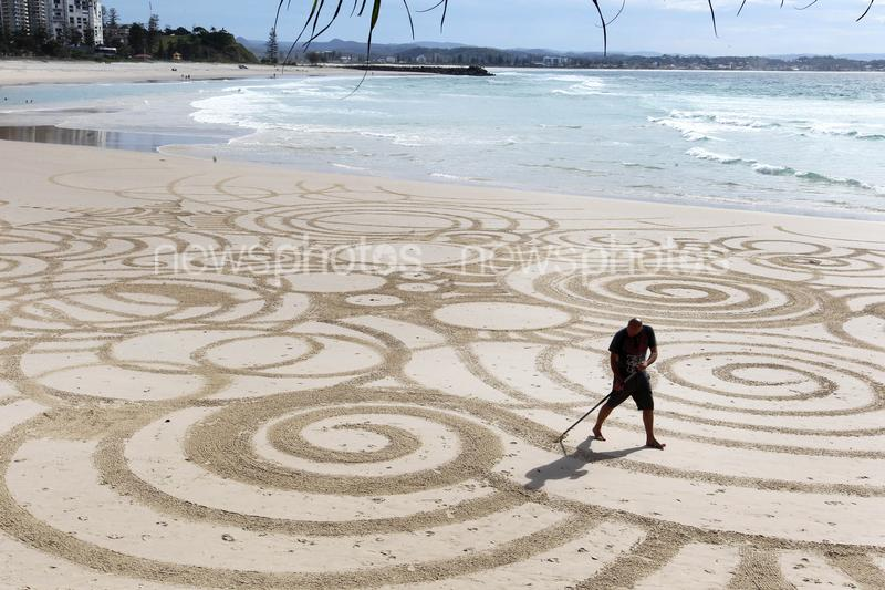 Artist Tony Plant Draws Crop Circles On Greenmount Beach